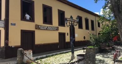 Fachada da Prefeitura de Silveiras; cidade condenada a pagar mais uma dívida do governo Edson Mota (Foto: Divulgação)