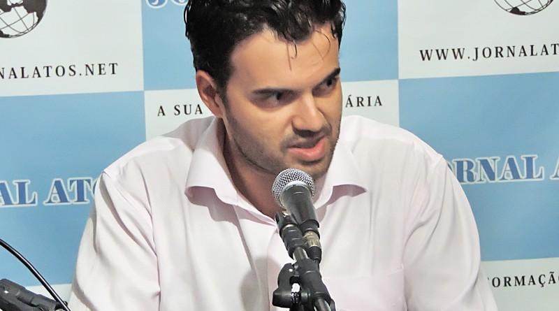 O prefeito de Cruzeiro, Thales Gabriel, que tenta amenizar dívidas (Foto: Arquivo Atos)