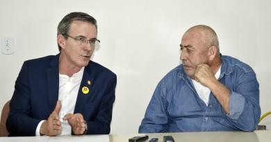 O prefeito Marcus Soliva e o presidente do Sisemug, José Eduardo Ayres; conversa cada vez mais difícil (Foto: Leandro Oliveira)