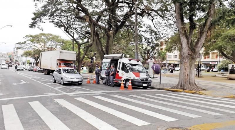 Base Móvel da Polícia Militar em ponto central de Pinda; cidade aguarda implantação de sistema de monitoramento de R$ 2 milhões (Foto: Arquivo Atos)