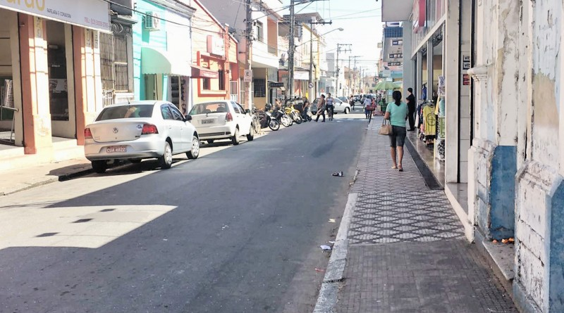 Avenida comercial de Cachoeira, que chegou a debater uso facultativo do Dia da Consciência Negra (Foto: Jéssica Dias)