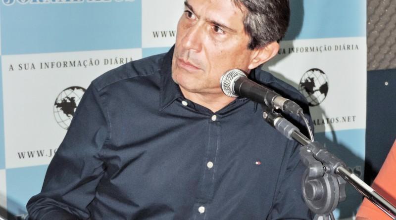 O prefeito Fábio Marcondes, durante participação no Atos no Rádio (Foto: Rafaela Lourenço)