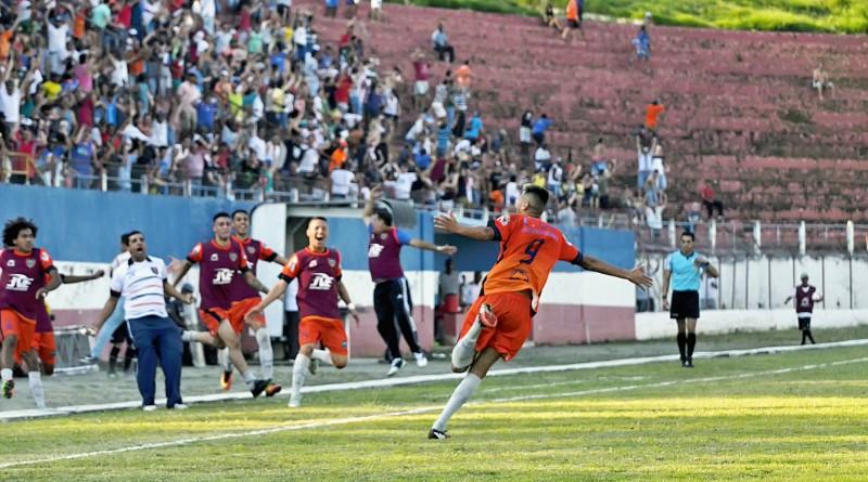 O Dario lotado acompanhou a classificação para a final; no sábado, expectativa de seis mil pessoas para decisão do título inédito do time (Foto: Leandro Oliveira)