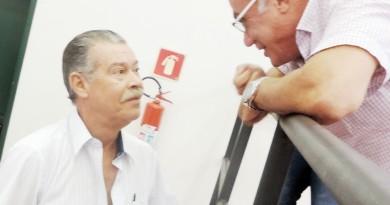 Felipe Cesar tricotando com Ricardo Piorino