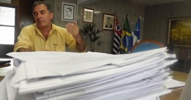 Prefeito de Aparecida Ernaldo Marcondes que avalia projeto de cargos que deve criar novas secretarias (Foto: Arquivo Atos)