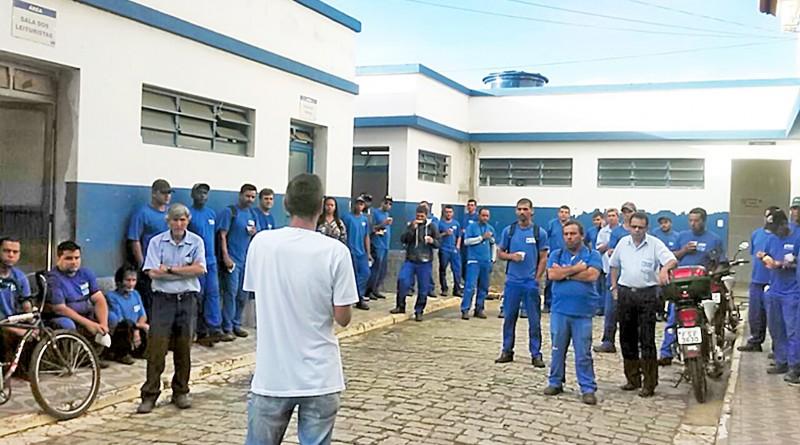 Servidores de Aparecida; Prefeitura voltou a ser alvo de críticas após novos atrasos na entrega da  cesta (Foto: Arquivo Atos)