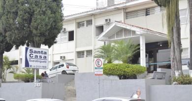 A Santa Casa de Guaratinguetá; cidade conta com UTI e espera leitos (Foto: Leandro Oliveira)