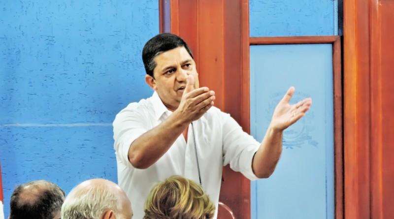 O prefeito Edson Mota que teve pedido de cassação rejeitado na Câmara; vereadores  (Foto: Arquivo Atos)