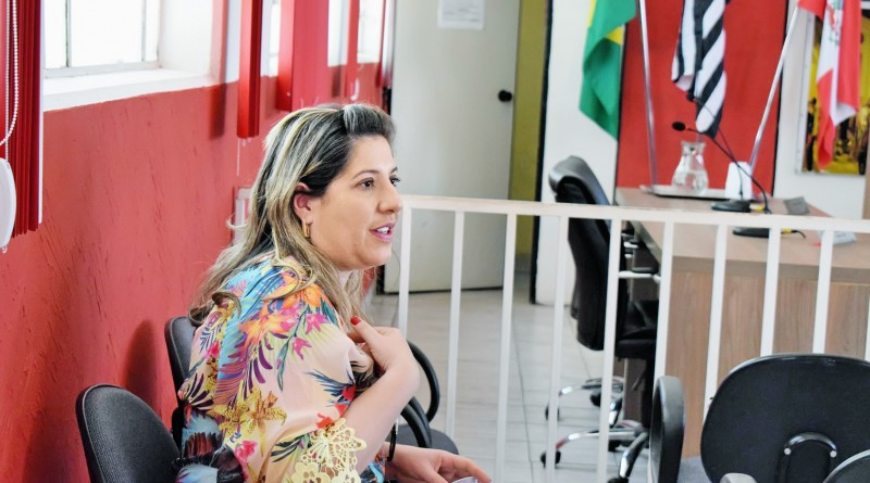 A prefeita de Potim, Érica Soler, que anunciou corte para adequação de gratificações à determinação do MP (Foto: Arquivo Atos)
