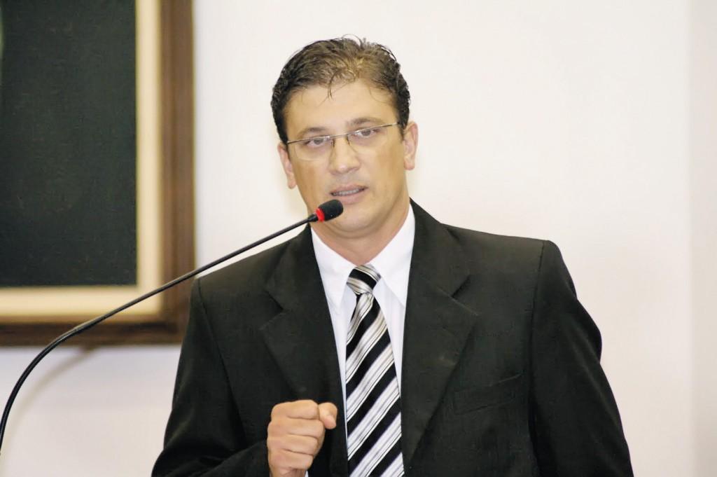Isael Domingues, que rebateu as acusações feitas sobre saúde pública (Foto: Reprodução)