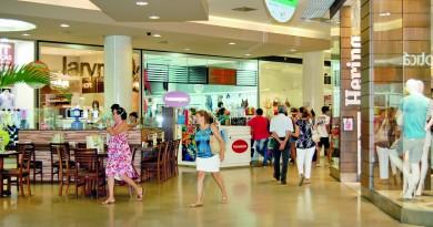 Movimentação em shopping da região; comércio deve contratar 1,6 mil empregados temporários (Foto: Arquivo Atos)