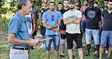 Dado Oliveira fala ao elenco durante a pré-temporada no início do ano; Manthiqueira projeta 2018 (Foto: Arquivo Atos)