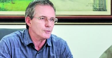 O prefeito de Guaratinguetá Marcus Soliva que explicou o projeto para novo produto usado na merenda (Foto: Arquivo Atos)