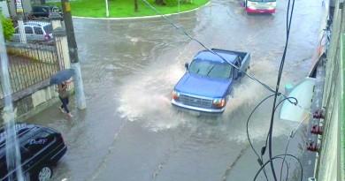 Rua da região central de Lorena, castigada pelas chuvas de verão; cidade tenta evitar novas ocorrências (Foto: Arquivo Atos)