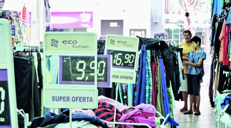 Visual tímido e baixa expectativa entre comerciantes contrastam com opinião de associações, que esperam por alta nas vendas de Natal (Foto: Lucas Barbosa)