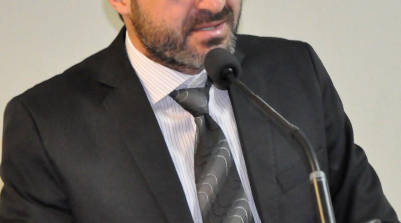 O vereador Marcelo Marcondes eleito presidente da Câmara; discurso de apoio a Ernaldo