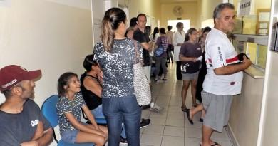 Pacientes fazem fila em busca de vacinação contra a febre amarela em Lorena; região preocupa OMS (Foto: Lucas Barbosa)