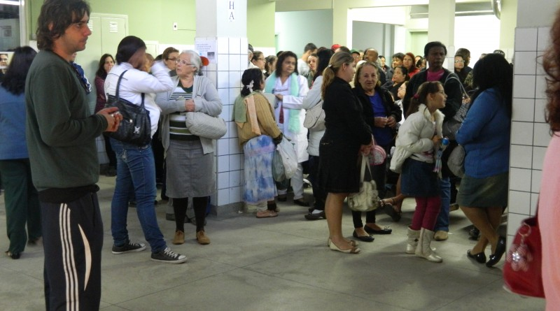 Pacientes aguardam atendimento em unidade de saúde de Pinda; cidades recebem doses para campanha nacional (Foto: Reprodução)