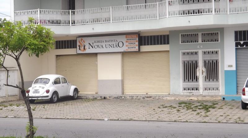 Fachada da igreja Batista Nova União, na avenida Thomaz Alves Fiqueiredo, alvo de quadrilha na noite deste domingo (Foto: Lucas Barbosa)