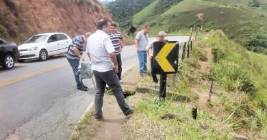 Representantes do DER e da Prefeitura fazem vistoria em estrada rural; trabalho tem verba de R$ 150 mil (Foto: Divulgação)
