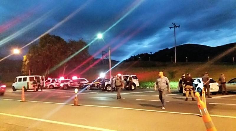 Operação da Polícia Rodoviária Federal, na rodovia Presidente Dutra, para conter avanço de criminosos do Rio de Janeiro para Vale do Paraíba (Foto: Divulgação PRF)