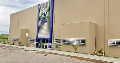 Fachada da sede da RCC, às margens da rodovia Presidente Dutra, em Canas; Igreja e Município se unem (Foto: Jéssica Dias)