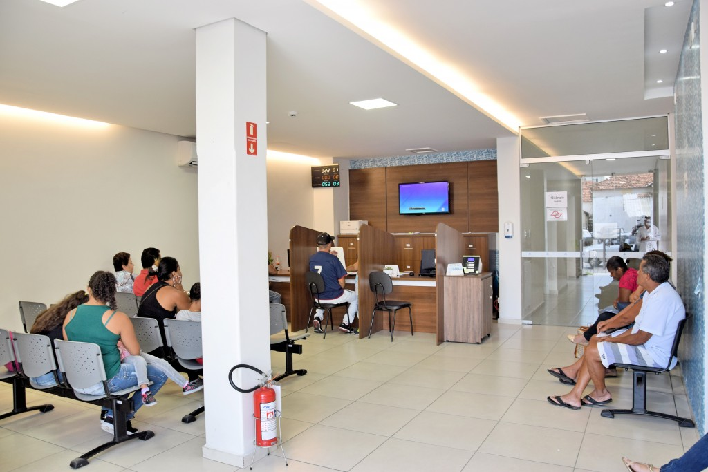 Pacientes e familiares aguardam atendimento em área de espera da Santa Casa de Lorena; hospital amplia atendimento com parceria (Foto: Divulgação)