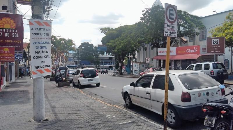 Vagas de zona azul, no Centro de Aparecida; após implantação de sistema, volume de veículos estacionados reduz em grande proporção (Foto: Leandro Oliveira)