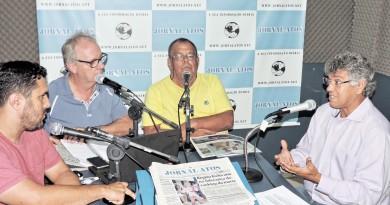 Deputado Padre Afonso durante entrevista ao Atos no Rádio