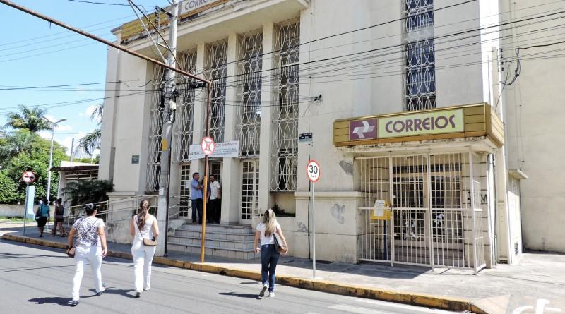 A agencia de atendimento dos Correios de Lorena que voltou aos trabalhos no fim da tarde desta terça-feira; Justiça manteve mudanças (Foto: Arquivo Atos)