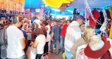 A feira de Aparecida, que é foco de projeto para modernização; Prefeitura reúne orgãos e ambulantes para debater mudanças no local (Foto: Juliana Aguilera)