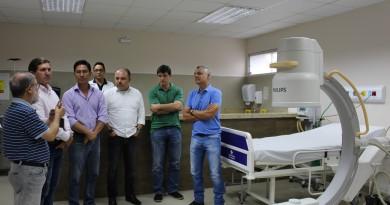 Comitiva que contou com o vice-prefeito Regis Yasumura, o vereador Marcelinho da Santa Casa e o deputado Flavinho, na entrega de verbas (Foto: Juliana Aguilera)