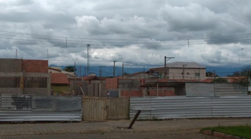 Obra da construção de creche no Santa Edwiges, esperado para ampliação da rede pública de Lorena (Foto: Lucas Barbosa)