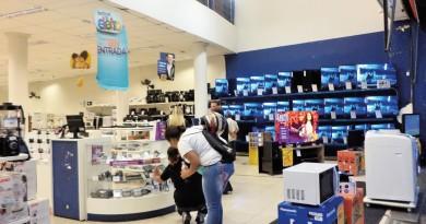 Loja no Centro de Guaratinguetá; atendimento no Procon identificou baixa de reclamações na cidade (Foto: Arquivo Atos)
