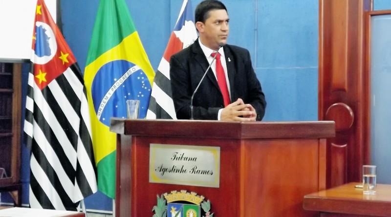 O prefeito de  Cachoeira Paulista Edson Mota que ainda não respondeu a solicitação do Sindicato dos Servidores (foto: Arquivo Atos)