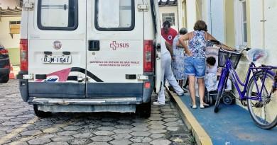 Paciente é transferido da Santa Casa de Cachoeira Paulista; contrato de terceirização é suspenso (Foto: Jéssica Dias)
