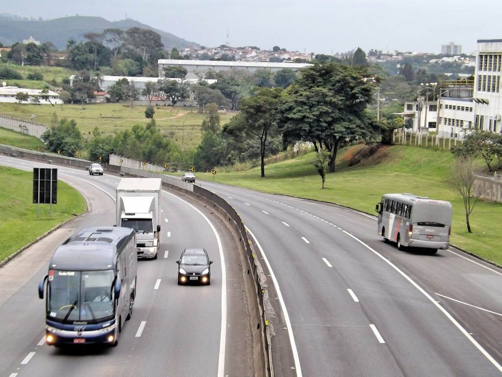 Movimento na Dutra; rodovia teve queda no número de acidentes durante os cinco dias de Carnaval (Foto: Arquivo Atos)