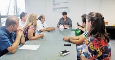 O prefeito Isael Domingues participa de reunião que definiu implantação do PS para gestantes (Foto: Divulgação)