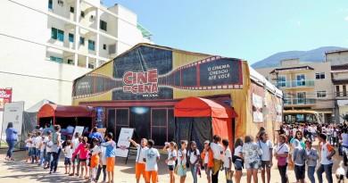 Crianças da rede pública fazem fila para sessões do projeto Cine em Cena Brasil, que chega a Moreira César (Foto: Divulgação)