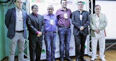 O prefeito Thales Gabriel (centro), na abertura de congresso do Turismo, na última quinta-feira, em Cruzeiro (Foto: Jéssica Dias)