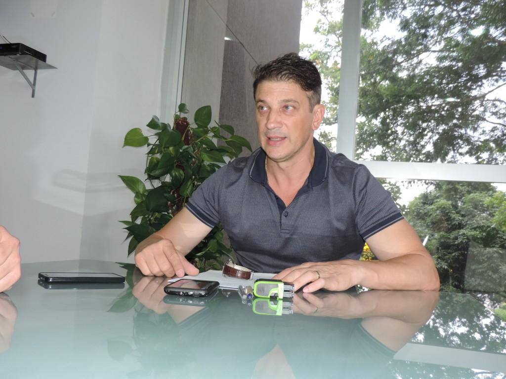 O prefeito Isael Domingues que abriu o Plano de Demissão Voluntária em Pinda; PDV visa equilibrar despesas com a folha salarial (Foto: Arquivo Atos)
