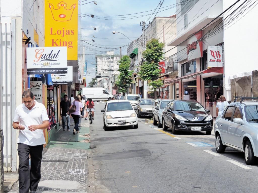 Rua no Centro de Pinda, que faz parte de trecho foco de planejamento da Prefeitura; sistema de transito ganha aporte estadual de R$ 1 milhão (Foto: Arquivo Atos)