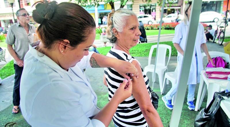 Vacinação iniciada na região na última semana já teve grande procura; cidades se preparam para atender avanço da demanda regional (Foto: Arquivo Atos)
