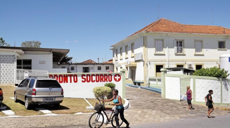 Paciente deixa Pronto Socorro de Cachoeira; rede municipal é criticada até por vereadores da base (Foto: Arquivo Atos)
