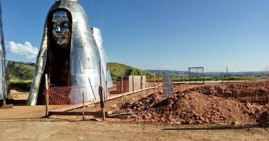 Trabalho de construção de imagem de Nossa Senhora de Aparecida, que tem 50 metros, 12 a mais que o Cristo Redentor, no Rio de Janeiro (Foto: Reprodução)