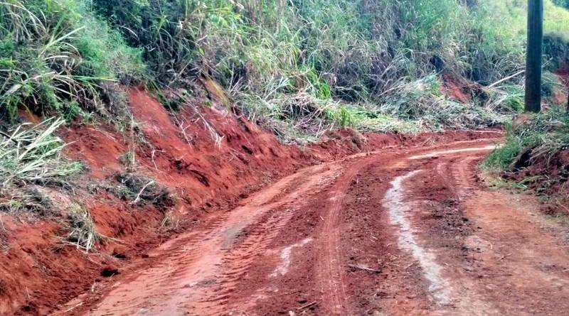 Estrada de acesso ao bairro dos Forros, em Aparecida, que segue sem pavimentação; famílias cobram ação (Foto: Rafael Rodrigues)