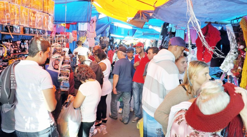 A feira livre de Aparecida que debate proposta de modernização; projeto enfrenta oposição entre feirantes e no cenário político (Foto: Arquivo Atos)