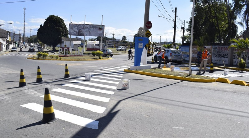 Trabalho de ajustes de sinalização de trânsito em Potim; Prefeitura aguarda arrecadação para ações (Foto: Reprodução)