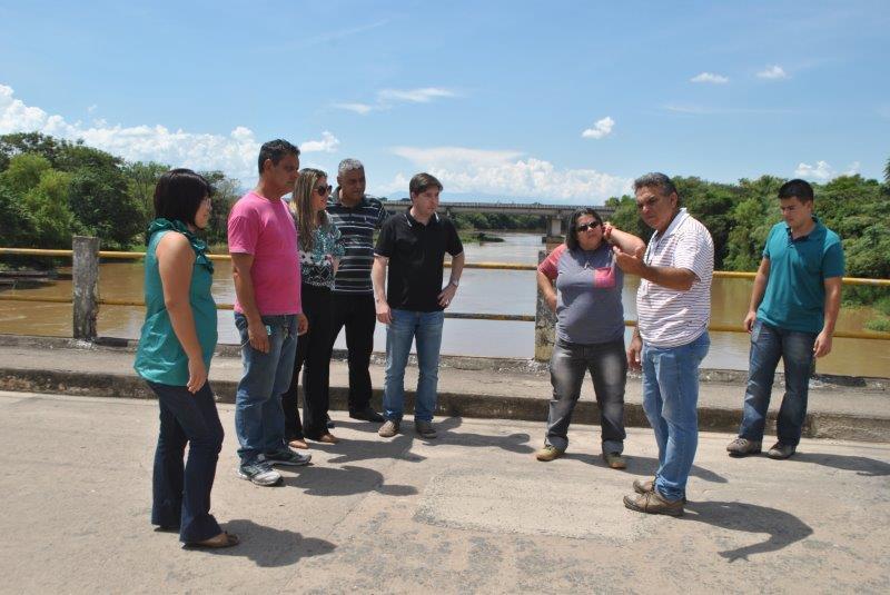 Análise técnica na Ponte Velha que recebeu investimento para recuperação de via (Foto: Divulgação)