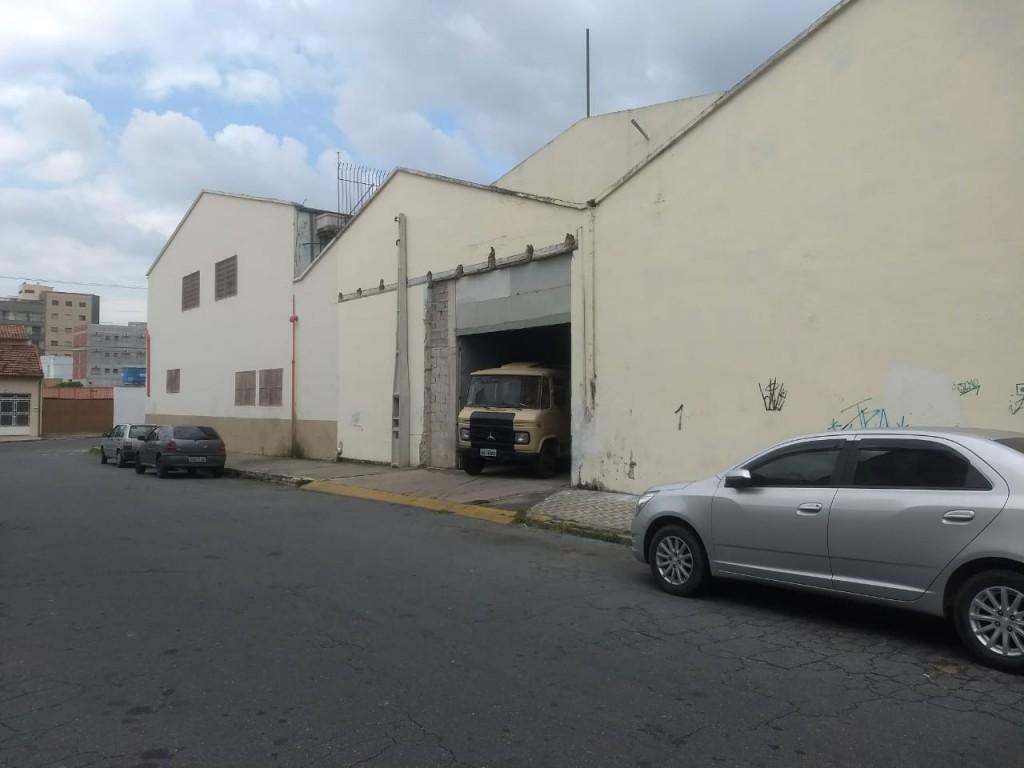 O almoxarifado da prefeitura de Aparecida onde foram encontrados 6 mil uniformes estocados (Foto: Rafael Rodrigues)